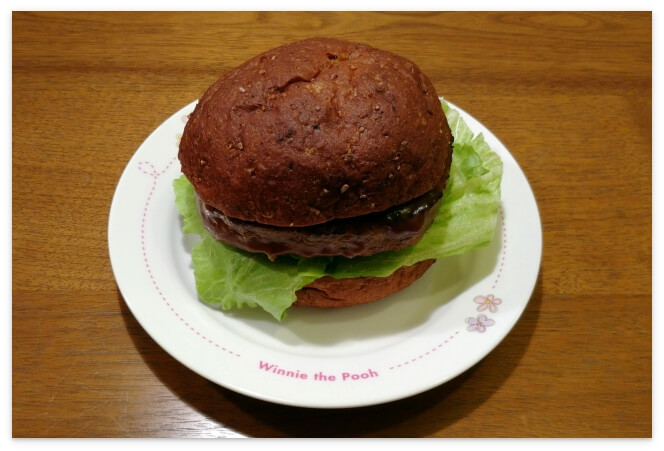 BASE BREADのプレーンで作ったハンバーガー