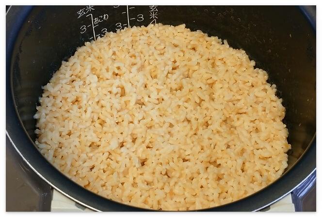 炊き上がった発芽米