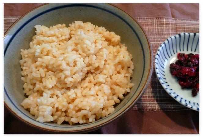 発芽米と細かく刻んだ梅干し