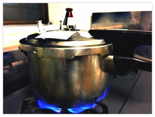 玄米を炊く圧力鍋