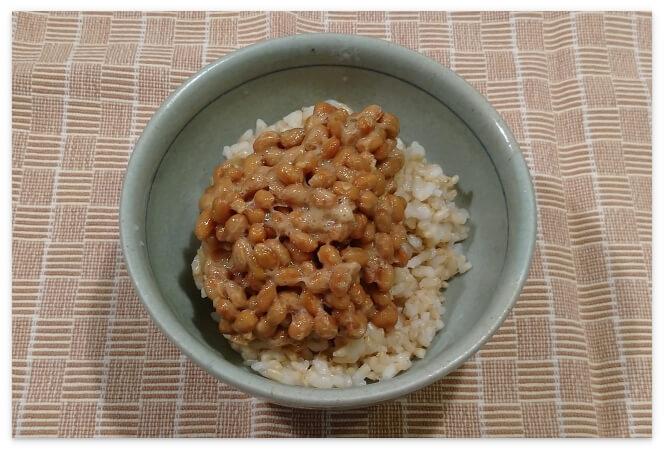 納豆をのせた「発芽玄米の底力」